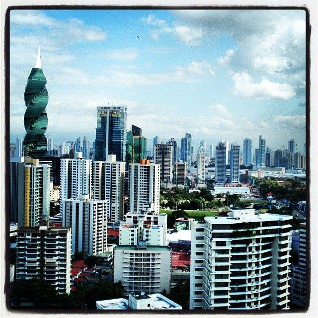 Если Коста-Рика это центральноамериканская Швейцария, то Панама сити это конечно местный Нью Йорк. Один из самых активно развивающих городов мира, один из крупнейших банковских центров и одна из самых больших офшорных зон планеты. В Панама-сити очень клево, небоскребов тут больше чем во всей остальной Центральной Америке вместе взятой, люблю небоскребы. Вот что может сотворить 1 канал :) #panama #panamacity #панама #небоскребы
