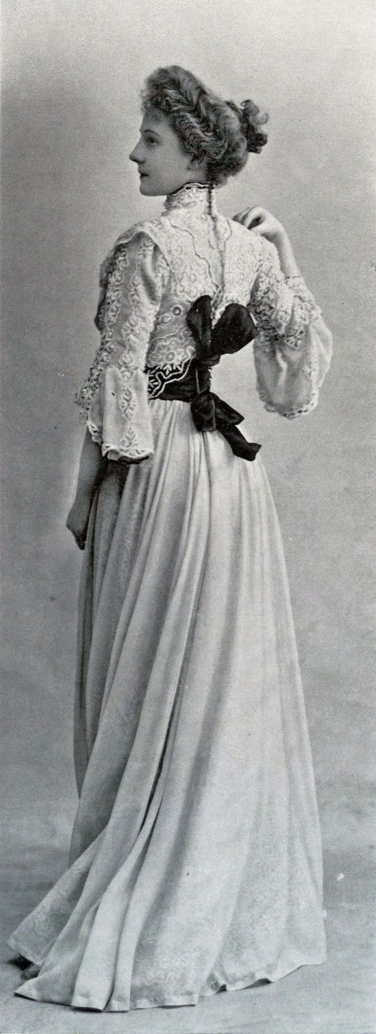 1901 April, Les Modes Paris - Town dress by Laferrière