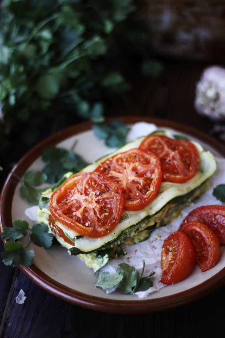 Des lasagnes à la courgette marinée et à la tomate : joli et simple.