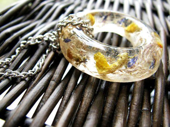 Epoxy Resin PendantPressed FlowersCircle Resin by NaturaljewelrySL, $20.00