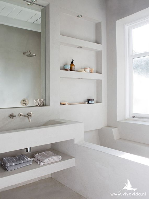 Tadelakt bathtub via Viva Vida
