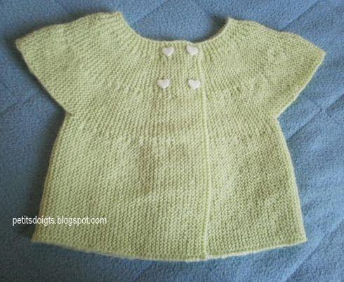 Ce gilet est tricoté entièrement au point mousse et en rangs raccourcis, taille 1 à 3 mois. C'est une  brassière  classique mais avec les ma...