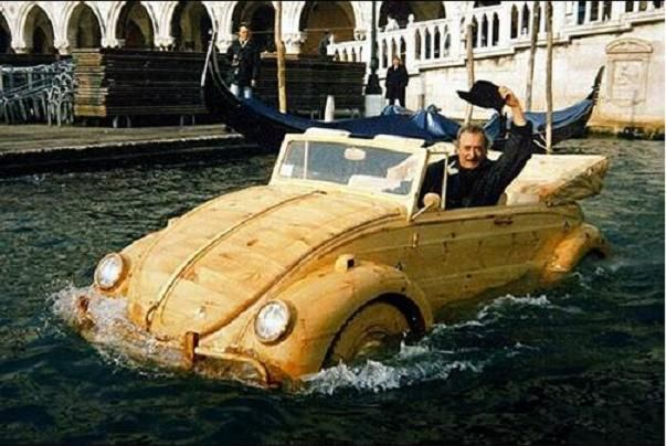 It actually Floats ! DeMarchi drives through the canals of Venice. (Leonardo DaVinci would surely be pleased.)