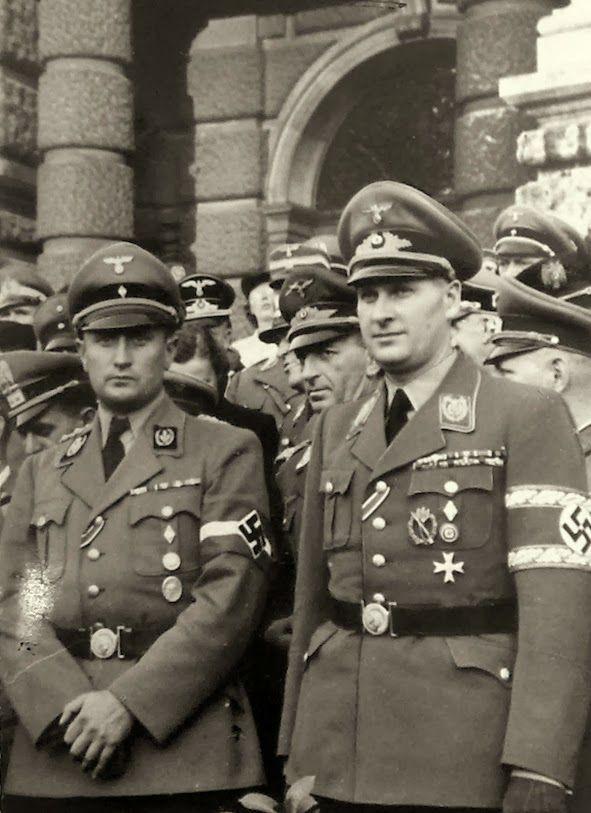Reichsjugendführer Arthur Axmann (Left) und Reichsleiter-Gauleiter Of Wien UndReichsjugendführer, Baldur Von Schirach (Right)