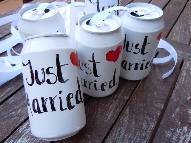 Coche nupcial decorado con lazos, latas y cartulinas! | Just Married boda wedding just married