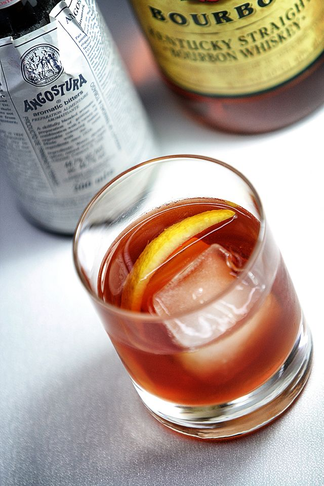 Old-Fashioned Cocktail  | ScienceOfDrink.com
