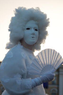 Satu Ylavaara CV: Amadeus, Eyes wide shut, ja Kuolema Venetsiassa -teokset tulvivat mieleen Salaisessa puutarhassa, Taiteiden yönä
