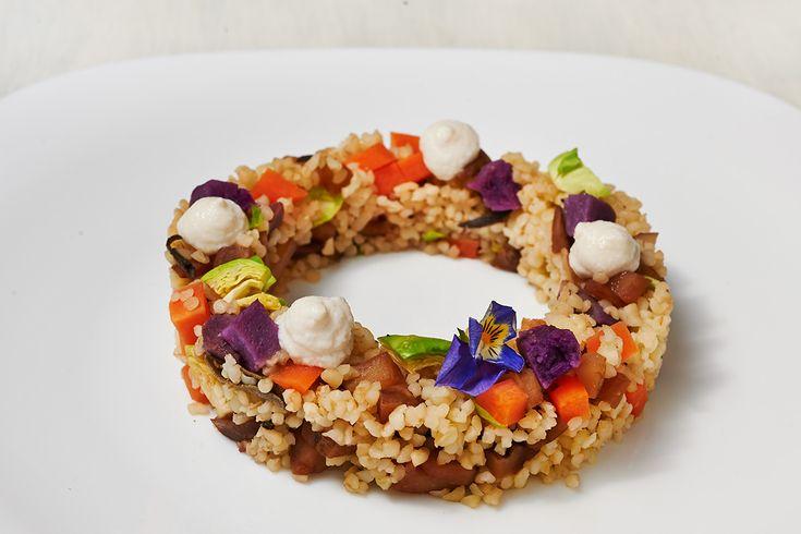 bulgur con patate dolci viola, topinambur e cagliata di anacardi