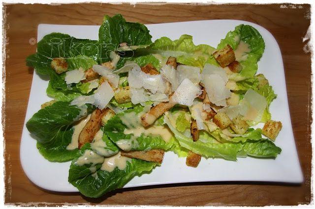 Caesar Salad Dressing        2 Knoblauchzehen     4 Sek./St.5   nach unten schieben       1 EL Weißweinessig   1 TL Zucker   1 EL Worces...