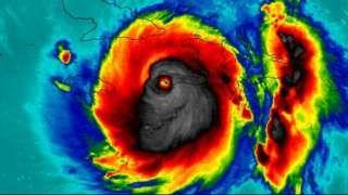 Image copyright                  NASA                  Image caption                                      Algunos ven en esta imagen del huracán Matthew una calavera.                                El huracán Matthew es el más poderoso del Atlántico en casi una década.   La enorme tormenta, que ahora se dirige hacia Florida (EE.UU.)  impactó en Haití, Rep