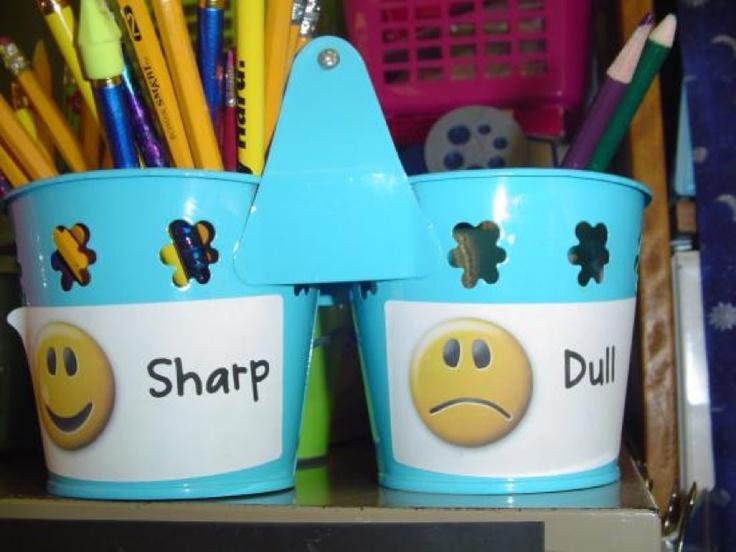 Scherp en bot! Laat de kinderen tijdens de lessen hun botte potloden in de pot…
