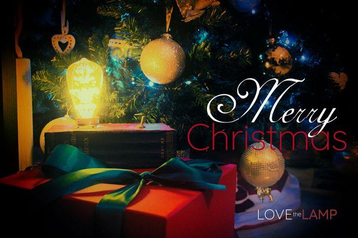 We wish you a Merry Christmas! #lovethelamp #vintagelamp #christmas #merrychristmas #christmastree #christmastime #christmas2017 #xmas #vintagelamp #auguri #natale #merryxmas