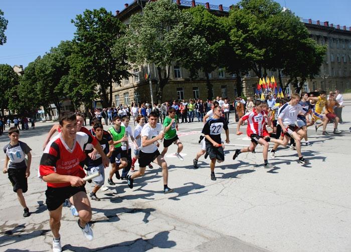 În centrul orașului Bălţi a avut loc o ștafetă dedicată Zilei Sportului http://www.viza.md/content/%C3%AEn-centrul-ora%C8%99ului-b%C4%83l%C5%A3i-avut-loc-o-%C8%99tafet%C4%83-dedicat%C4%83-zilei-sportului