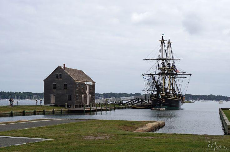 La ville de Salem, au passé portuaire marchand exceptionnel, est surtout connue pour ses horribles procès de sorcières. Aujourd'hui, elle propose aux nombreux touristes de multiples musées, diverti…