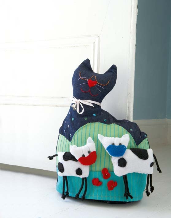 Cute cat doorstop stitchcraft pinterest craft sewing projects and cat crafts - Cute door stoppers ...