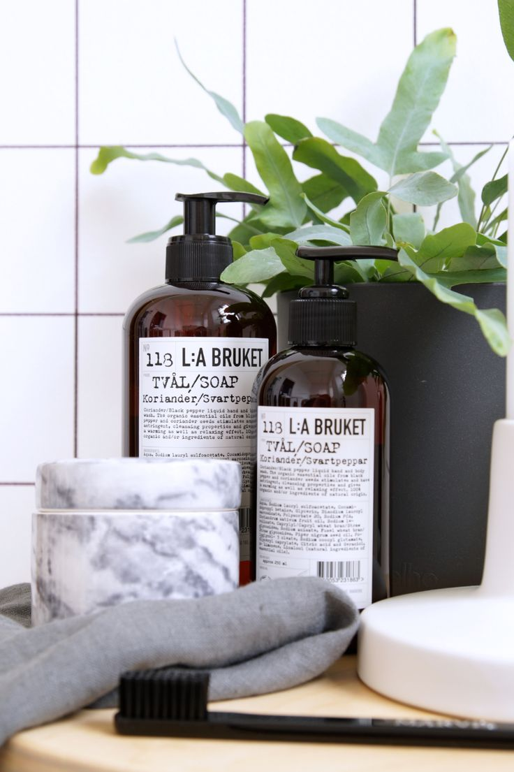 Liquid soap. Highly moisturising organic essential oil mix of blackpepper and coriander seeds that are warming and relaxing by La Bruket.