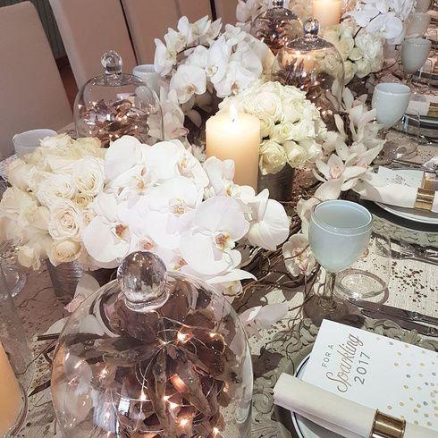 El clásico banquete ha quedado en el pasado. Los proveedores han empezado a optar por nuevas tendencias, como menús de degustación y/o actividades interactivas con la comida, ahora los novios tienen más opciones cuando se trata del menú. Aquí, encontrarás las tendencias de banquetes para las bodas en 2017. Honeymoon Attire, Wedding Night Lingerie, Lingerie Dress, Wedding Day, Wedding Inspiration, Table Decorations, Holiday, Home Decor, Interactive Activities
