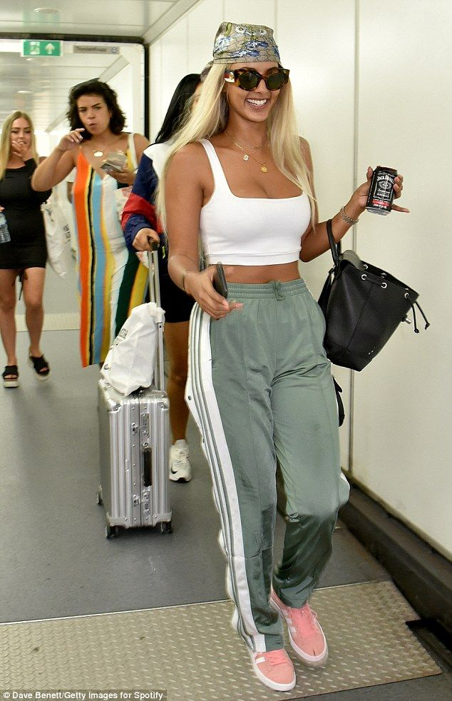b4b8c1190cfc59 Stylish  Maya nailed airport chic for her journey to the destination