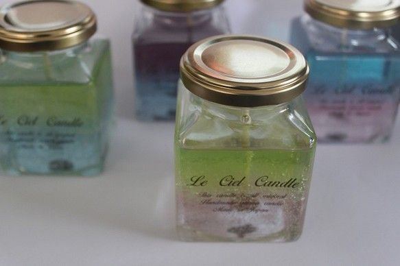 おしゃれなインクボトルのジェルキャンドルです。香りはザクロ。官能的な香りです。お風呂でも使用できる蓋つき♪旅行などにもっていくにも最適です|ハンドメイド、手作り、手仕事品の通販・販売・購入ならCreema。