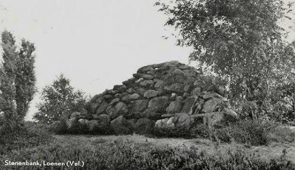 Stenen bank op de echoheuvel