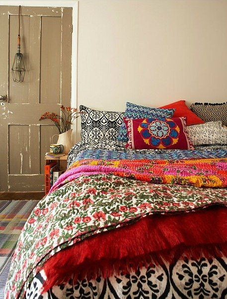 Interior designs with bohemian bedding for Ethnic bedroom ideas