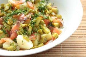 Картофельный салат с лососем и маринованными огурцами - Рецепты. Кулинарные рецепты блюд с фото - рецепты салатов, первые и вторые блюда, рецепты выпечки, десерты и закуски - IVONA - bigmir)net - IVONA bigmir)net