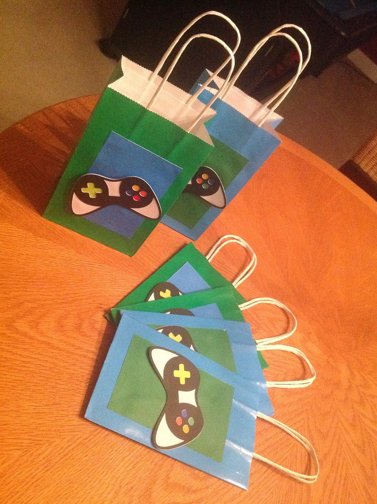 Best 25 video game cakes ideas on pinterest video game for Bag decoration games