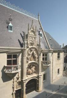 Vendredi 17 janvier, à 12h00, se déroulera au Musée Lorrain de Nancy, la signature de la convention portant sur la création de la Fondation Lotharingie, fondation reconnue d'utilité publique abritée par la Fondation du Patrimoine, destinée à accompagner le développement et le financement de grands projets patrimoniaux de l'agglomération de Nancy.