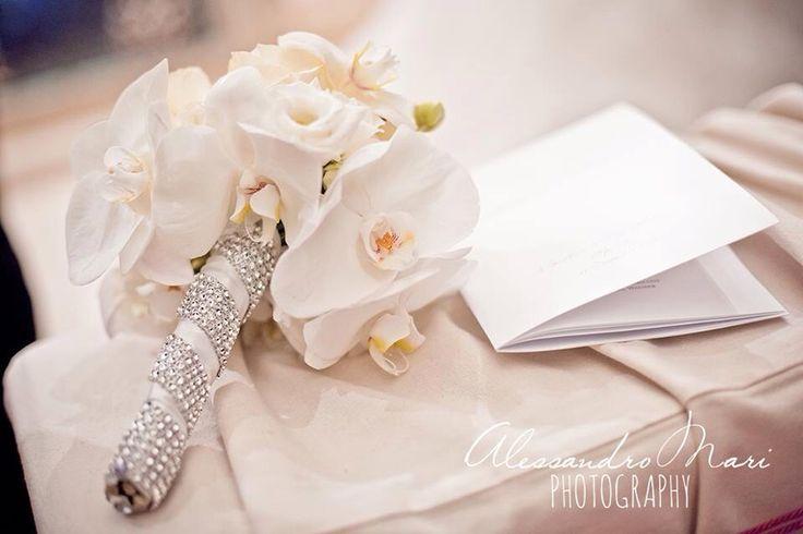 Un bouquet prezioso di orchidee e cristalli.