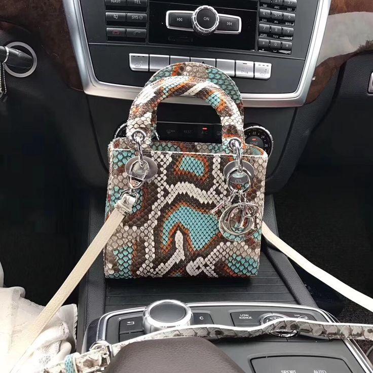 Do you like this #usanalifestyle  #fashionparis #fashionblogger_de#famous #ladybag #womens #womensfashion #redvelvet #fashionbloggers  #germany #bag #backpack #colorfull #printing #purse #crossbag#wallet #christmas #gifts #vintage #aliexpress#snakes #snakebag