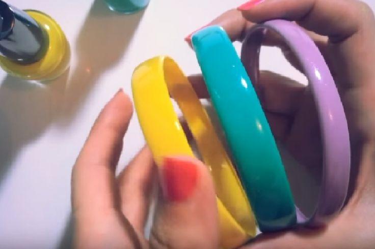 BRICO ÉCOLO : Découvrez comment fabriquer des bracelets MODE avec des bouteilles en plastique et du vernis à ongles