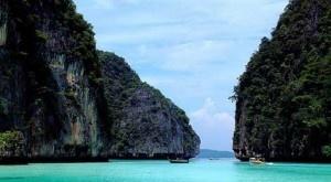 Relieve islas    En los ecosistemas insulares de alta montaña, las especies animales y vegetales endémicas están doblemente aisladas, lo que las hace aún más exclusivas. Así lo confirma un estudio europeo que añade el factor de la altitud a una mayor biodiversidad. + info: http://www.ecoapuntes.com.ar/2012/04/la-altitud-de-las-islas-aumenta-el-numero-de-especies-exclusivas/