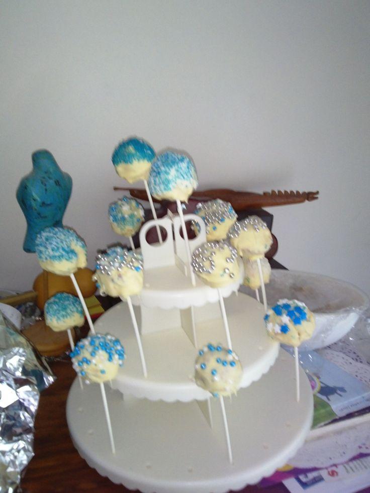 Frozen Cake Pops by Bubblegum Treehouse