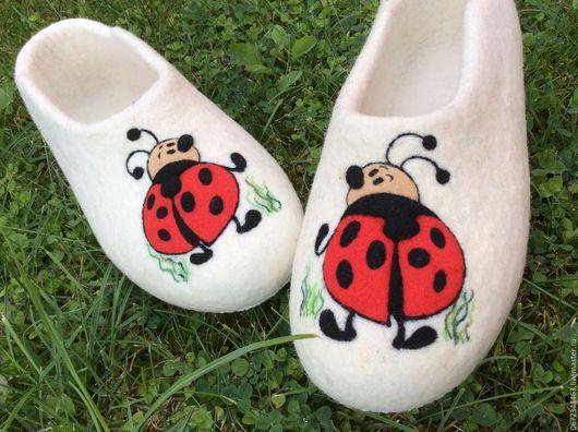 """Обувь ручной работы. Ярмарка Мастеров - ручная работа. Купить валяные женские Тапочки """"Божья коровка"""". Handmade. Тапочки"""