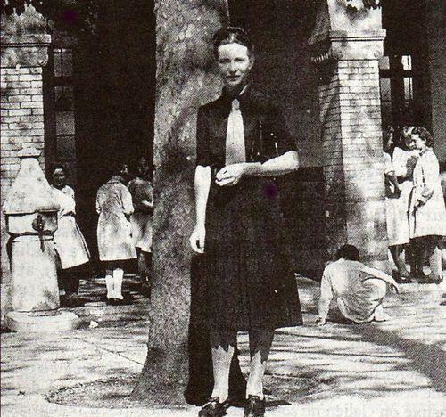 Simone de Beauvoir. Lycée Montgrand, Marseille, où elle était professeur de Philosophie. Années 1930. Photo: Collection Simone de Beauvoir.