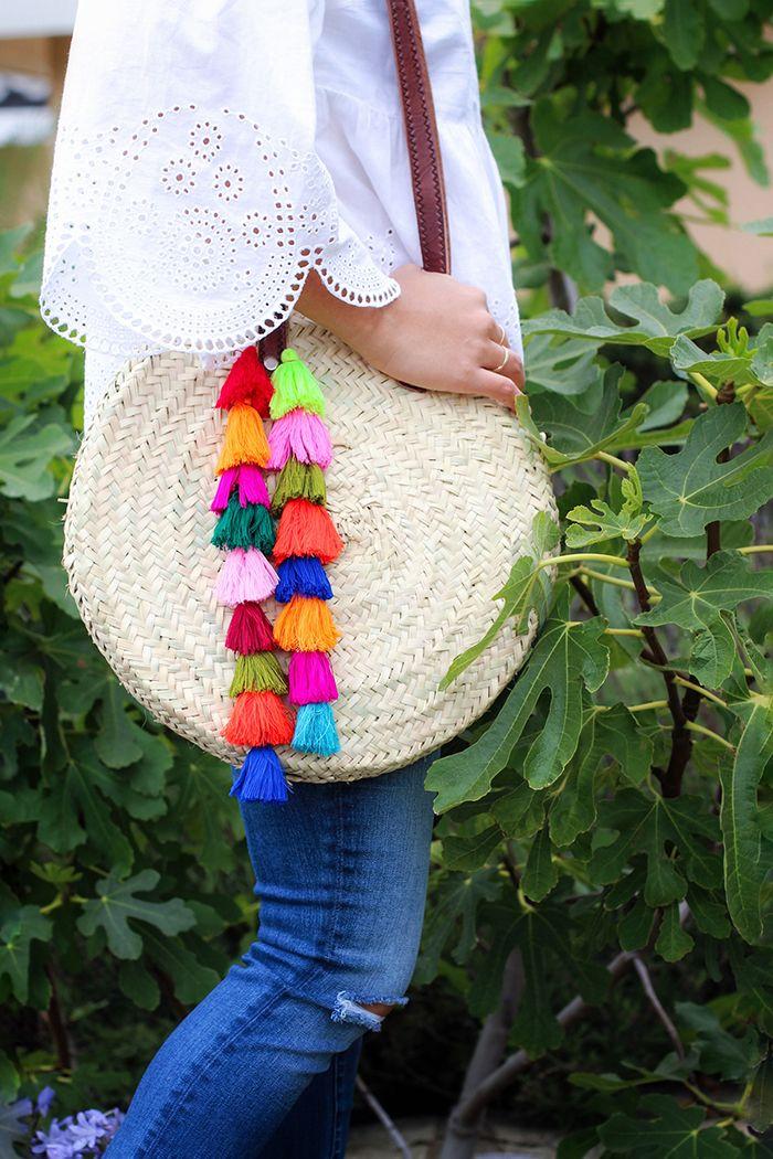 diy: bolso estilo boho con pompones de colores