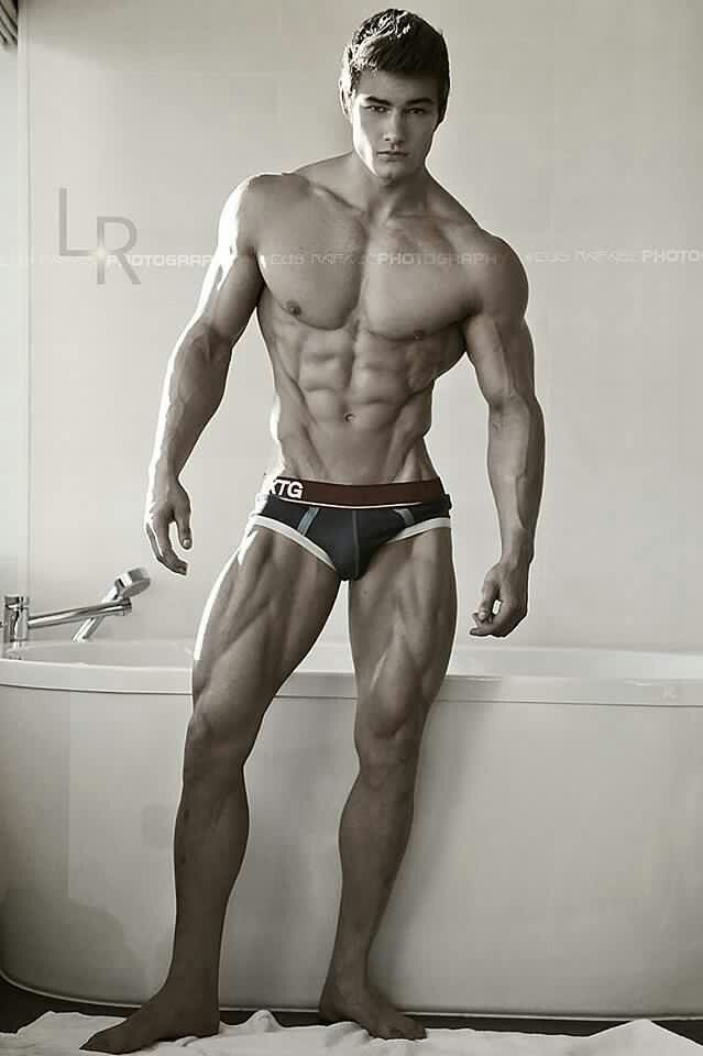Jeff Seid, broad shoulders, narrow waist, ripped ...