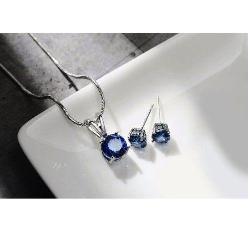 Set bijuterii cu cristale albastre http://www.bijuteriifrumoase.ro/cumpara/cercei-si-colier-cu-cristale-albastre-3255