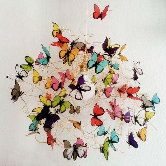 Lámparas colgantes de mariposas : Desde Argentina Marcela-Delacroix realiza estas dulces lámparas artesanales, diseños de mariposas inspirados en una tarjeta de invitación para un desfile d