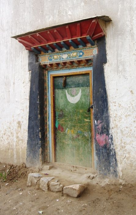 Tibet, door with moon