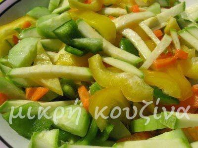 Σαλάτα με ωμό κολοκύθι