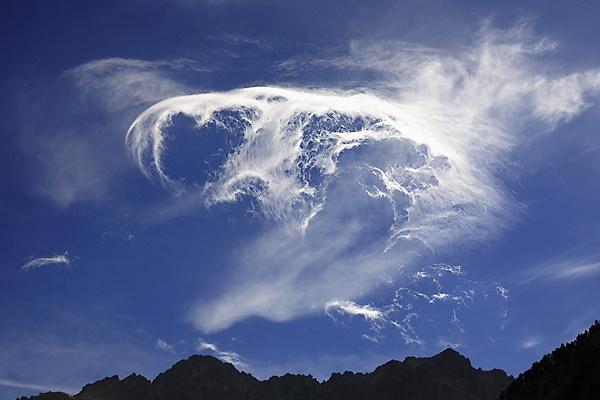 Snake cloud by Roger Llabrés