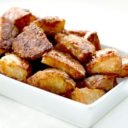 Parmesan Roasted Potatoes. Crispy, salty, and completely divine.: Side Dishes, Recipe, Parmesan Potatoes, Parmesanroast, Roasted Garlic, Parmesan Roasted Potatoes, Complete Divine, Potatoes Wedges, Comforters Food