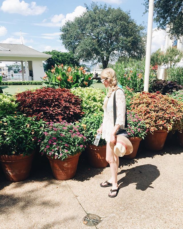 Disney vacation | Disney Boardwalk resort | Boardwalk resort at disney | landscape | Beautiful landscape | gorgeous flowers | pool day outfit ideas | pool outfit | women fashion | Disney world | orlando, FL | disney vacation vibes |