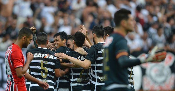 Torcida do Corinthians começa a chegar à Arena. Clima é de festa com o título brasileiro