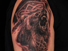 Cool idea of bear tattoo on shoulder