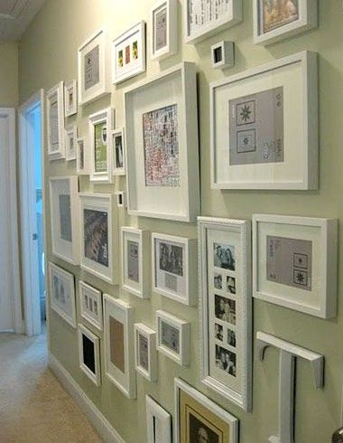 Коллажи из фоторамок: стильное размещение фотографий на стене | Colors.life