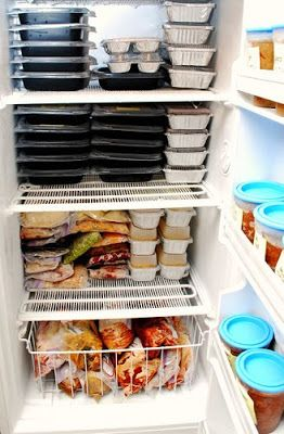 Great big list of freezer meals that you can make ahead of time. How great would it be to have your freezer stuffed with meals that are already made and all you have to do is thaw and heat and dinner is ready. Yes I know there are already those tv dinners at the store …