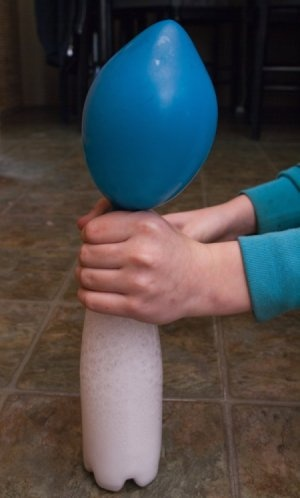 Blowing up a balloon with vinegar and baking soda.  I have to try this...outside.  I'll have to try this with the Grandkids OUTSIDE!