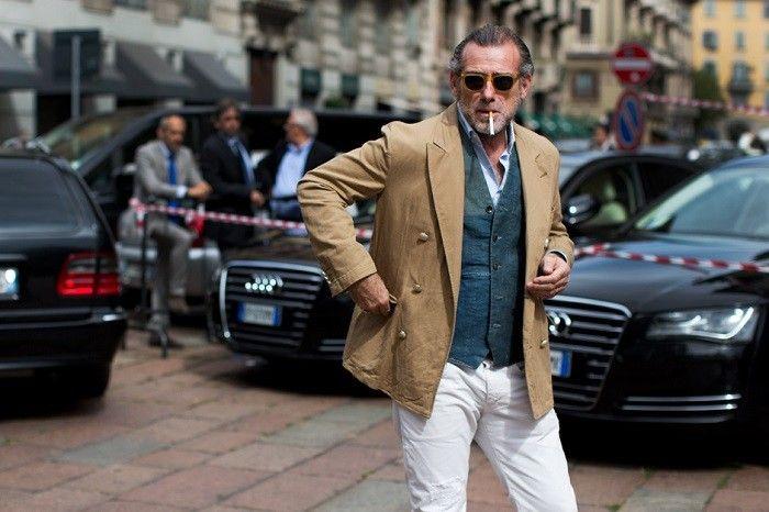 För en dressad sommarstil är vita byxor nästan ett måste. De vita byxornas okrönte konung är nog Alessandro Squarzi, streetstyle-ikonen som bär upp allt